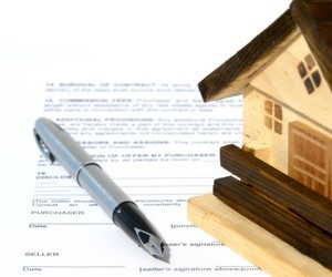 what's the difference between a mortgage & a deed of trust?