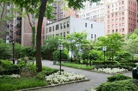 New York Real Estate Turtle Bay is home to Tudor City's beautiful gardens. These public parks display live music and peaceful walks, as well as two great playgrounds. The Gardens also share a view of the Ford Foundation.