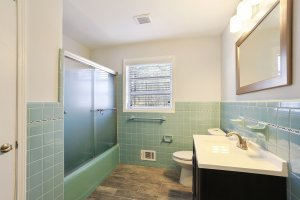 Mid Century Original Bath Collier Heights HausZwei Homes